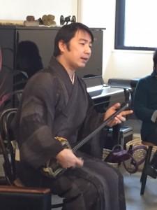 第2部は新垣慶一郎さんの三線ライブ